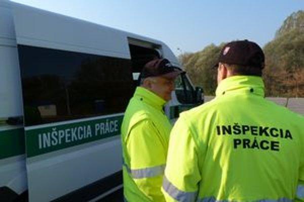 Inšpektori práce. Vodičom už nepomôžu výhovorky, že nemajú pri sebe peniaze.