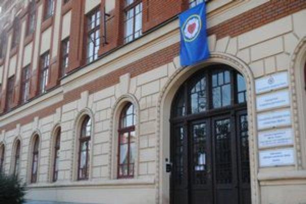 Storočné evanjelické kolégium. V súčasnosti sa v ňom vzdeláva 290 žiakov.