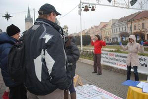 Akcia proti prenasledovaniu ľudí v Číne. V Prešove Falun Gong precvičovala päť rokov v Kolmanovej záhrade.