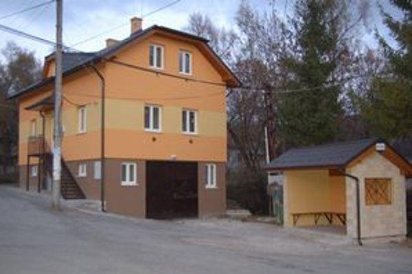 Obecný dom. Priestory v ňom vytvorili nielen pre mladých, ale aj pre klub dôchodcov.
