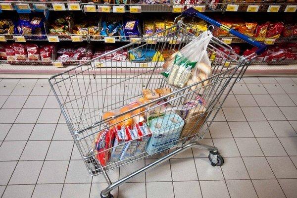 DPH na potraviny je dnes 20 percent. Vláda ju neplánuje znížiť. Tvrdí, že ceny by aj tak neklesli.
