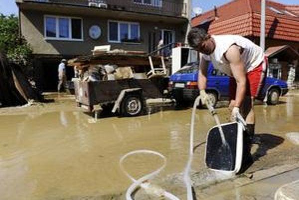 Časť východného Slovenska opäť zaliala voda.
