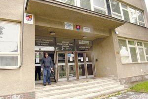 Fakulta na Bayerovej ulici. Časť objektu chátra, univerzita ju chce kúpiť a opraviť.