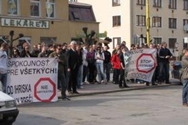 Plánované umiestnenie nových bytoviek vyvolalo vo Svidníku petičnú akciu aj protesty.