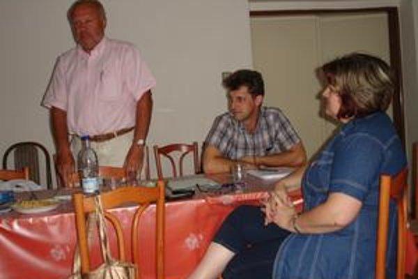 Emil Blicha. Zriaďovateľ školy pozval prítomných na jej otvorenie.