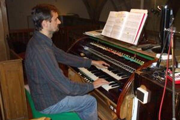 Organista Stanislav Šurin je autorom hudby spomienky na Válka.