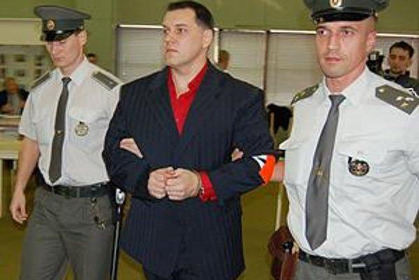Mikuláš Černák. Z väzby putoval do väzenia.