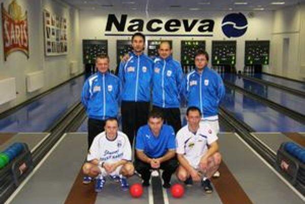 Medzi svojimi. Milan Balický (v podrepe prvý sprava) v kolkárskom tíme.