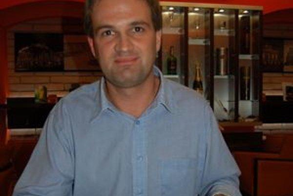 Pavel Liška. Je znepokojený postupom úradníkov. Proti ich rozhodnutiu podal odvolanie na ministerstvo vnútra.