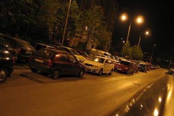 Parkovanie na Sekčove je jedným y najväčších problémov sídliska.