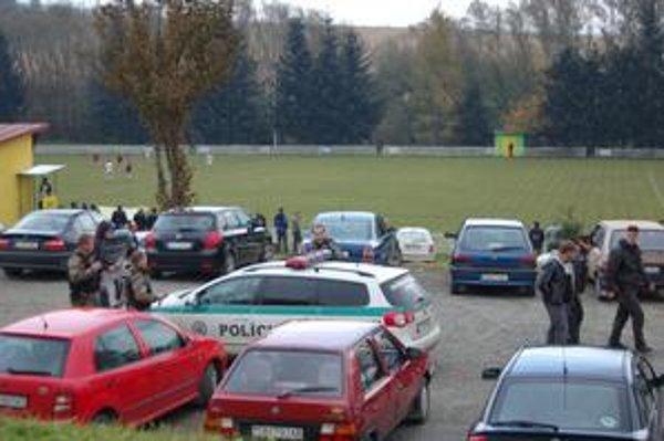 Futbalový zápas. Upokojiť situáciu vyslali aj hliadku pohotovostnej motorizovanej jednotky.
