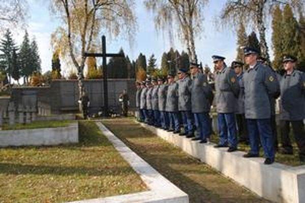 Hroby slovenských vojakov. Deň zmierenia sa začal práve na tomto mieste.