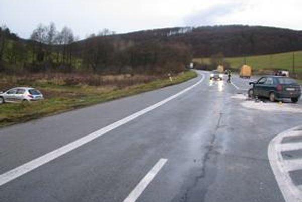 Nehoda pred obcou Lúčka. Vodička pri vychádzaní na hlavnú nedala prednosť.