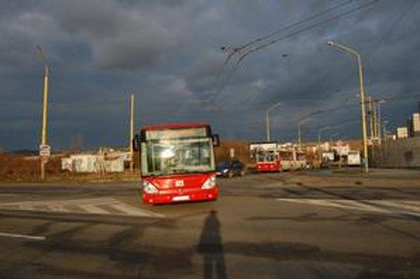Výjazd zo Sibírskej. Pre šoférov MHD je táto križovatka komplikovaná.