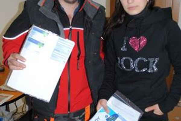 Dostali obálku, ktorú nečakali. Katarína Ivanková Macejová a Vladimír Pavlovský hovoria, že ich prepoistili proti ich vôli.
