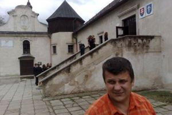 Jozef Brendza. Mandát na výkon funkcie starostu Šarišských Michalian už nezískal, napriek tomu zvoláva poslancov a plánuje prijatie závažných opatrení pre obec.