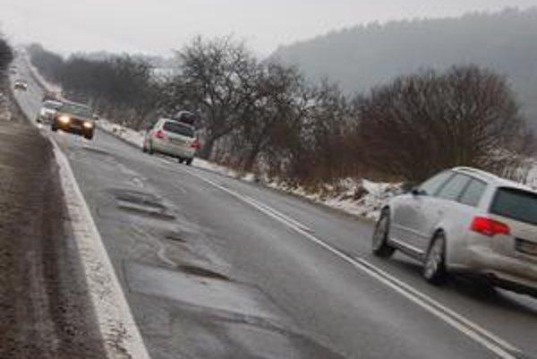 Štátna cesta zo Sabinova do Prešova. Jej správcom je Slovenská správa ciest.