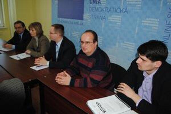 Zástupcovia pravice, Zľava Kahanec, Turčanová, Milčo, Ksenzsigh a Krajňák.