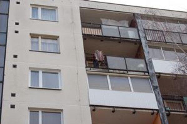 Prášenie prikrývok či kobercov z okna a balkóna je v Prešove zakázané.