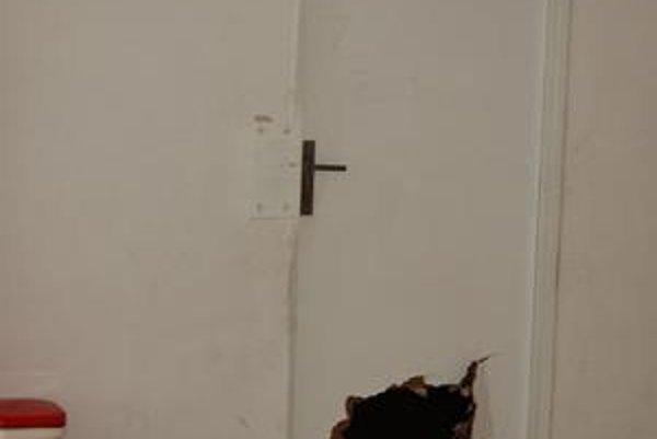 Žiaci špeciálnej triedy v Prešove sa zabarikádovali a ničili vybavenie.