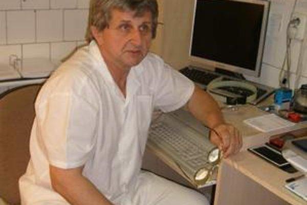 Peter Šilla sa k protestu pripojil, ale pacientov vyšetril.