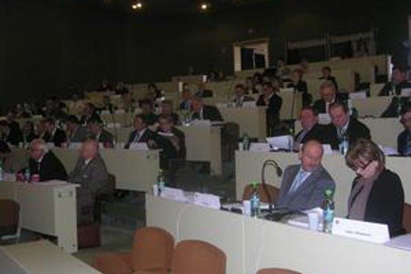 Zastupiteľstvo PSK. Poslanci vzali na vedomie opatrenia na zmiernenie dopadov finančnej krízy.