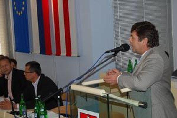 Miroslav Remeta vysvetľoval zastupiteľstvu zámer Tatrana.