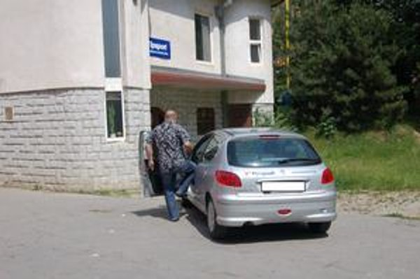 Stávková kancelária. Ozbrojený lupič si odtiaľ odniesol 100 eur.