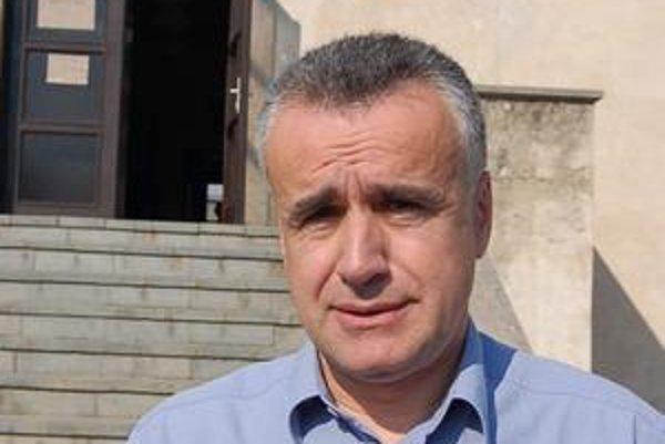 Vladimír Palko navštívil obec Šarišské Michaľany a zaujímal sa o problémy s kriminalitou rómskych osadníkov z Ostrovian.