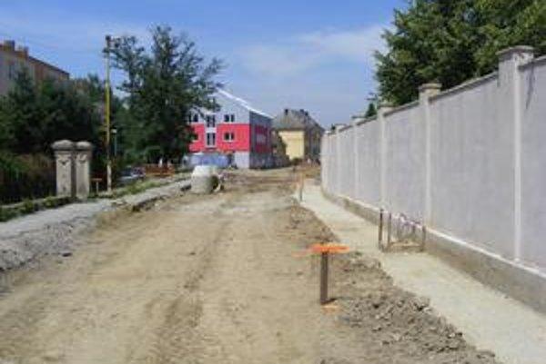 Okružná ulica. Polovicu sumy za výstavbu chce samospráva zaplatiť až v roku 2010.