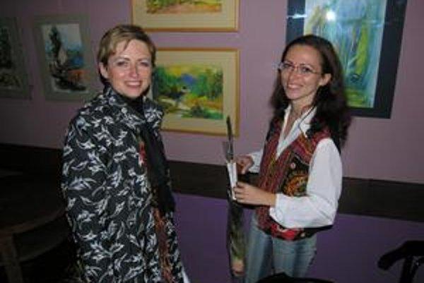 Sestry. Janette (vľavo) a Adriana na vernisáži.