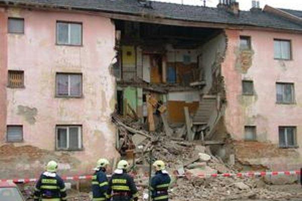 Zrútená časť bytovky. Vo Svidníku sa pri tomto nešťastí nikto nezranil.