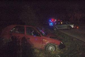 Zrážka troch áut. Spôsobilo ju pravdepodobne nesprávne predchádzanie.