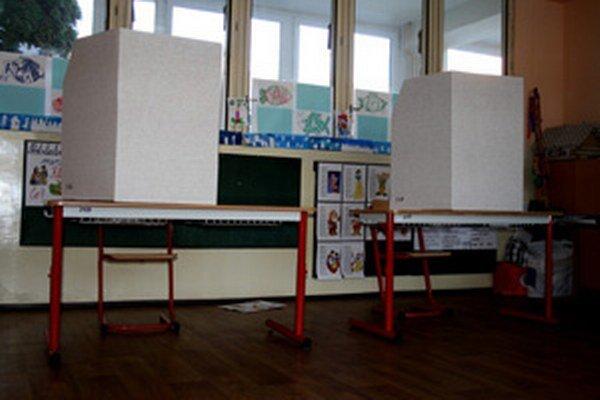 V jedenástom prievidzskom okrsku, ktorý je zriadený v škole na Dobšinského ulici, zatiaľ príliš rušno nebolo.