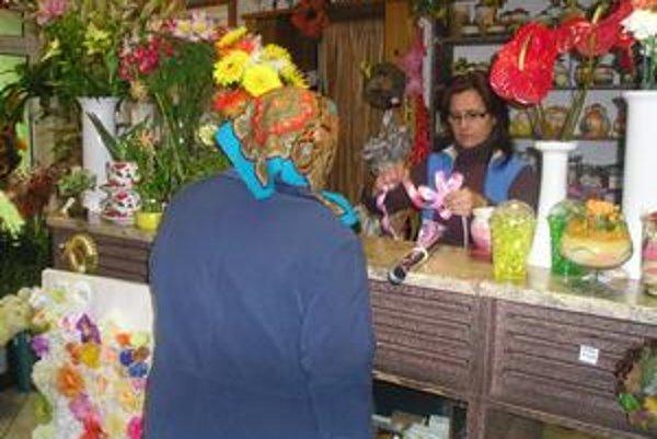 Kvetinárstva. V týchto dňoch sú obliehané zákazníkmi.