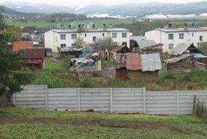 Prokuratúra má preskúmať, či boli na ostroviansky plot vydané príslušné stavebné povolenia.