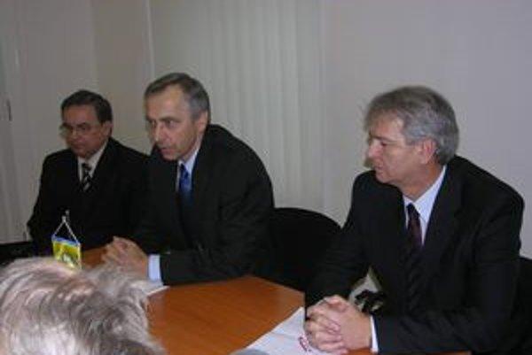 Stanislav Kahanec, Ján Figeľ, Ján Hudacký (zľava). Apelujú na ľudí, aby si nedali ukradnúť volebnú slobodu