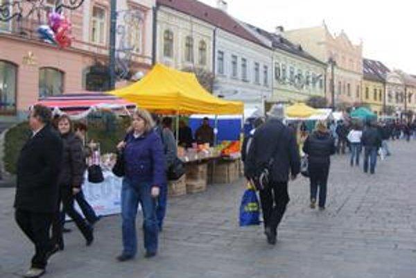 Trhy. Prešovčania začali nakupovať darčeky.