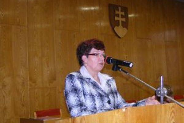 Anna Liberková. Vedúca ekonomického odboru Mestského úradu vo Vranove nad Topľou poslancov informovala o tom, že v rozpočte výdavky prevyšujú príjmy o 2,3 milióna eur.