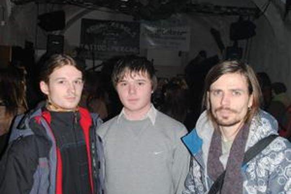 Na protestnom koncerte. Zľava D. Pigula, P. Bujňák, J. Ďurček.