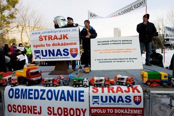 Dopravcovia štrajkovali už v roku 2010. Získali zľavu na spotrebnej dani z nafty.