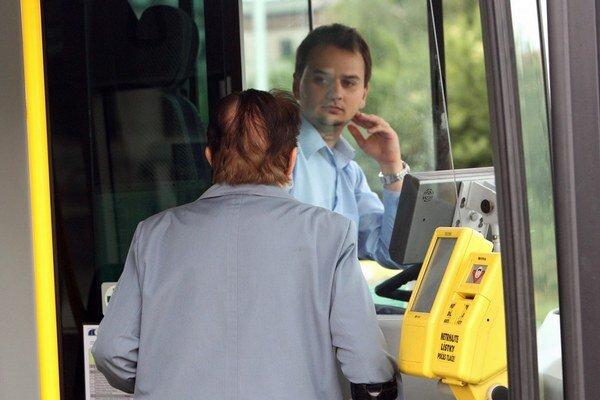 V autobusovej doprave porastú platy. Dohodli sa na tom odbory a autobusové firmy.