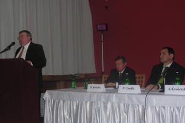 Poľsko-slovenské fórum. Prednášali významní predstavitelia ekonomického života v Poľsku a na Slovensku.
