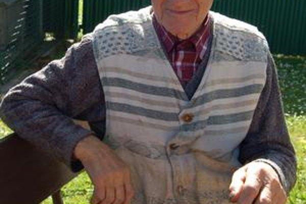 Dedo Michal. Má už 96 rokov, stále si však dobre spomína na druhú svetovú vojnu.