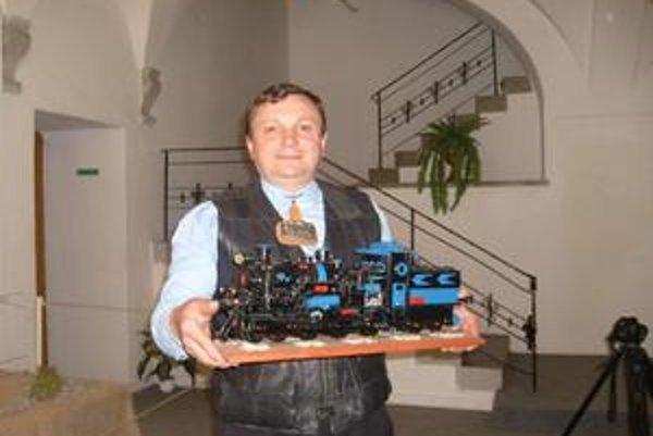 J. Novák. Je hrdý na každú zo 117 lokomotív.