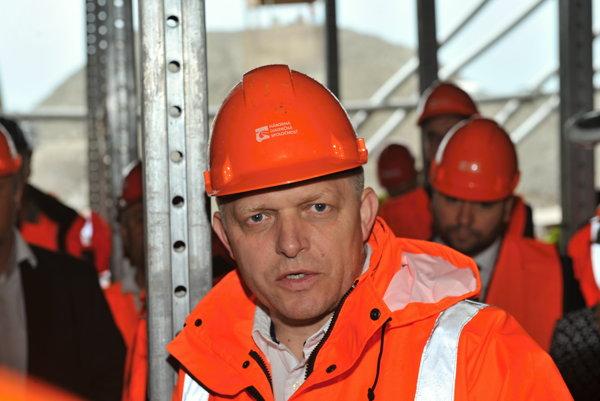Výstavba diaľníc má podľa Roberta Fica obrovský vplyv na hospodársky rast a zamestnanosť.
