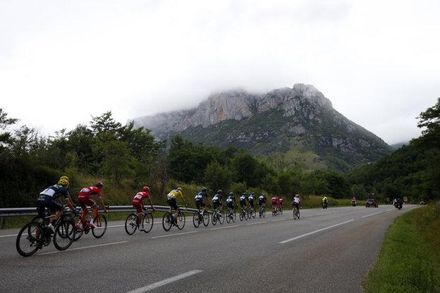 Aj takýmito miestami dnes prechádzali cyklisti na Tour de France.