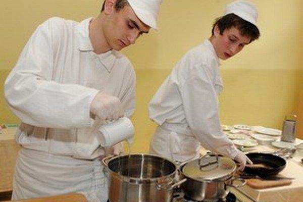 Na trhu je podľa ministerstva školstva slabý dopyt aj po odboroch z oblasti verejného stravovania.