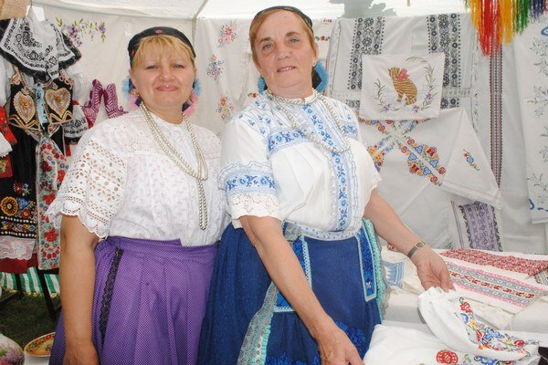Dedovizeň 2014. Na festival Slovákov žijúcich v zahraničí prišli folkloristky až zo Srbska.