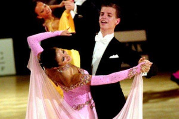 Profesionáli sú často spestrením plesov.